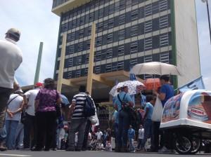 Costarricenses que viven en el extranjero podrían cotizar para la CCS. CRH
